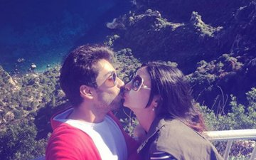 Mohit Sehgal & Sanaya Irani Share A LIPLOCK On Social Media