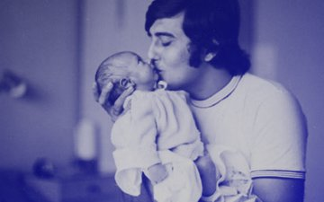 After Sharing A Rare Picture, Rahul Khanna Posts Emotional Message For Father Vinod Khanna