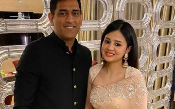 IPL 2020: Proud Wife Sakshi Dhoni Can't Take Her Eyes Off Chennai Super Kings Captain And Hubby MS Dhoni – See Pic Inside