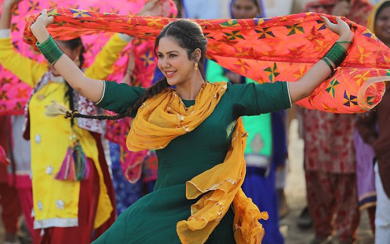 Muklawa: Sonam Bajwa Looks Delightful As 'Taro'