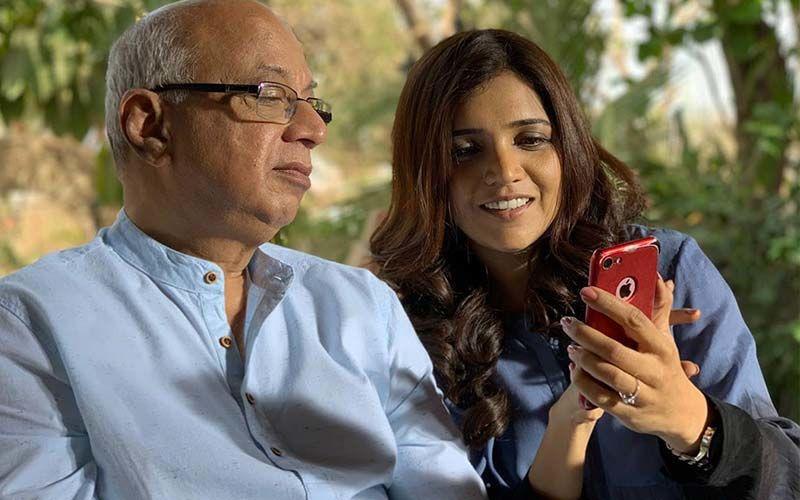 Mukta Barve Celebrates Guru Purnima With Smile Please Co-Actor Satish Alekar