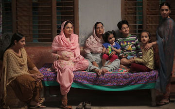 'Munda Hi Chahida': Neeru Bajwa Shares A Picture Of The Amazing Female Cast Of The Movie