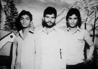 nawazuddin siddiqui with his college friends