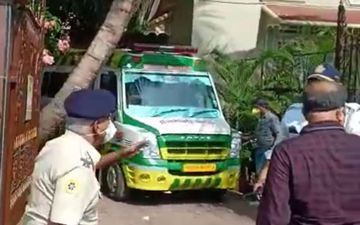 Sushant Singh Rajput Commits Suicide: Ambulance Arrives At Actor's Bandra Residence; Mortal Remains Being Taken To Cooper Hospital