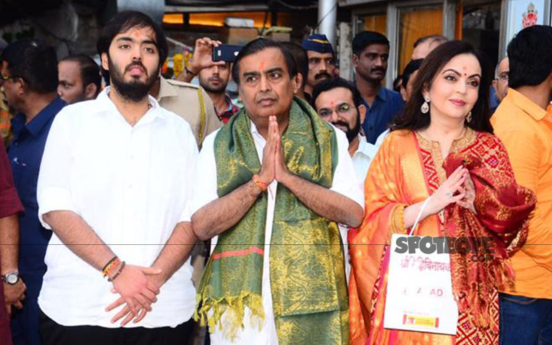 Nita-Mukesh Ambani Visit Siddhivinayak To Offer Shloka-Akash's Wedding Card First To Lord Ganesha- Watch Video And Pictures