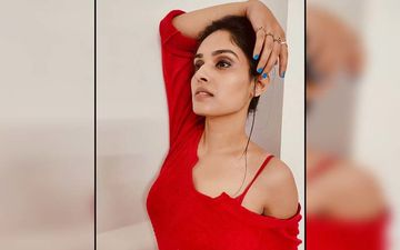 Pallavi Patil Flaunts Her Hot Bikini Body To Biggini Shoot Song