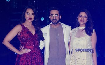 Parineeti Chopra & Ayushmann Khurrana Pose On-The-Sets Of Nach Baliye 8 With Sonakshi Sinha