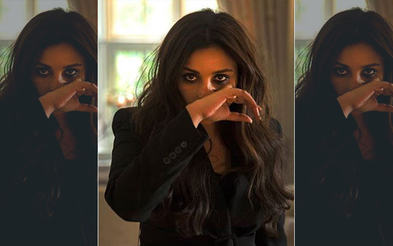The Girl On The Train, First Look: Parineeti Chopra's Hot- Mess Appearance Is Spot On!