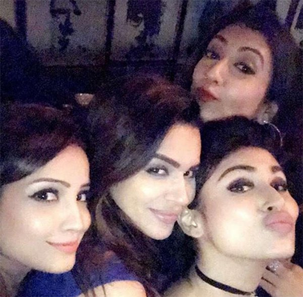 aashka goradia parties with her girl gang