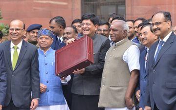 Budget 2019: सरकार ने फिल्म इंडस्ट्री को दिया बड़ा तोहफा, इस तरह सेलेब्स कर रहे हैं तारीफ