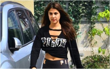 Rhea Chakraborty Says 'Theek Ho Rahi Hu' While Greeting Paparazzi Outside The Gym Which She Used To Go To With Sushant Singh Rajput-WATCH