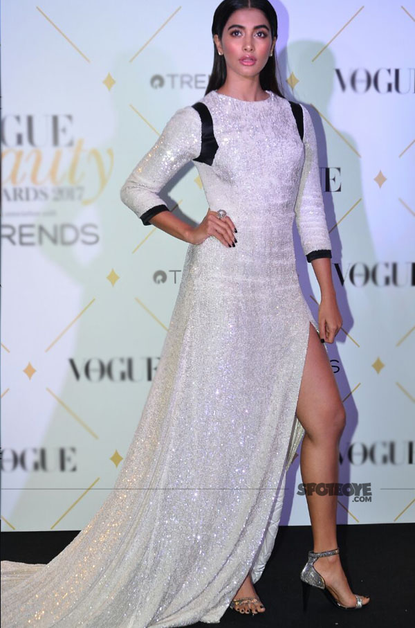 pooja hegde at vogue beauty awards 2017