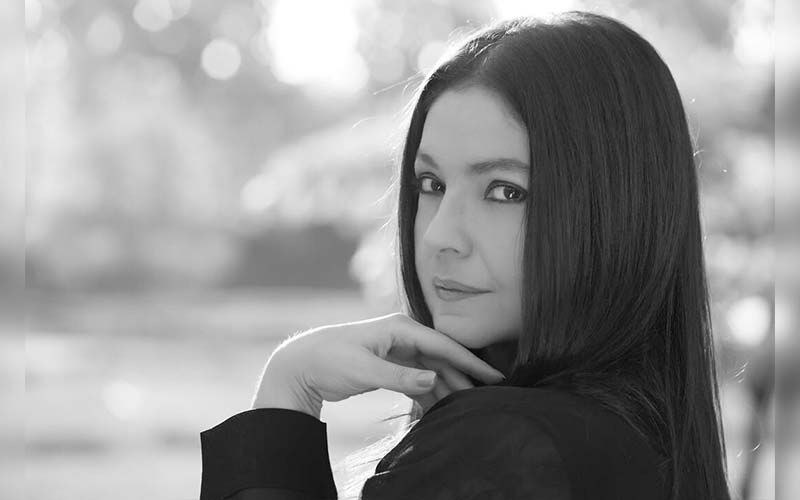 Pooja Bhatt Celebrates 5-Years Of Sobriety With A Long Note And Stunning Monochrome Picture!