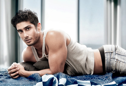 prateik babbar shows off his chielsed body