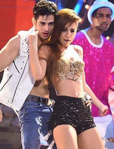 priyank sharma and benafsha sonawalla dancing together