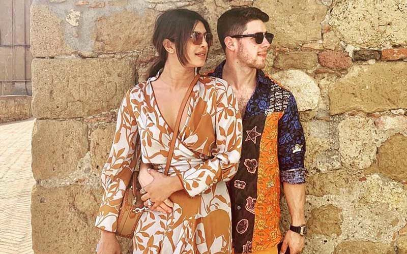 """Priyanka Chopra Shares A Cosy Picture With Nick Jonas As They Celebrate 4th Of July, """"Thank You, America,"""" Says Desi Girl"""