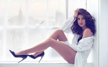 Guess Which Award-Winning American Singer Is In Love With Priyanka Chopra?