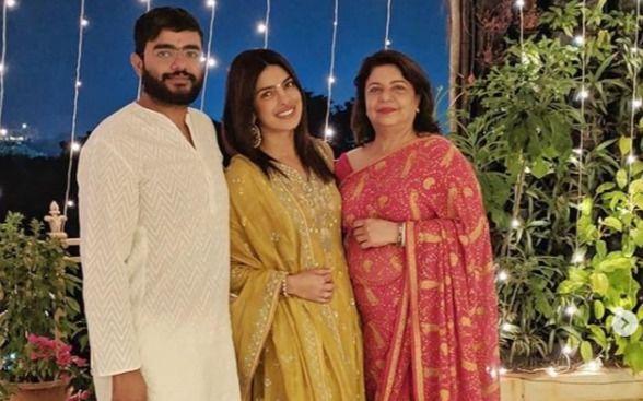 भारत लौटी देसी गर्ल प्रियंका चोपड़ा, अपने परिवार के साथ मनाई दिवाली