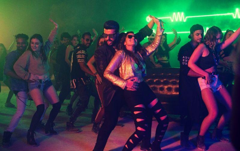 नाचते हुए अर्जुन कपूर और परिणीति चोपड़ा ने किया अपनी फिल्म नमस्ते इंग्लैंड के गाने प्रॉपर पटोला को लॉन्च