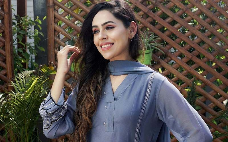 Jenny Johal Is All Set To Treat Fans With 6 Songs Back To Back; Singer Shares The News On Instagram