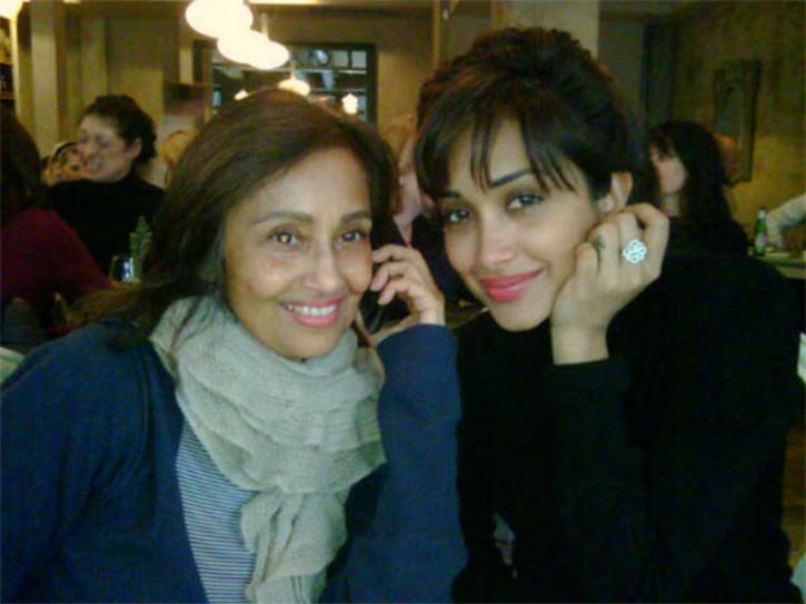 rabia khan with daughter jiah khan