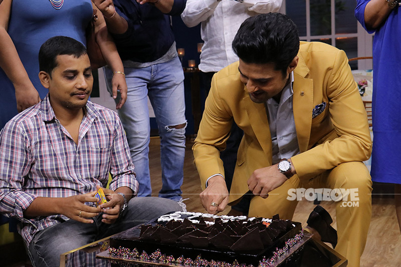 rajeev khandelwal cuts a cake on the last day of shoot
