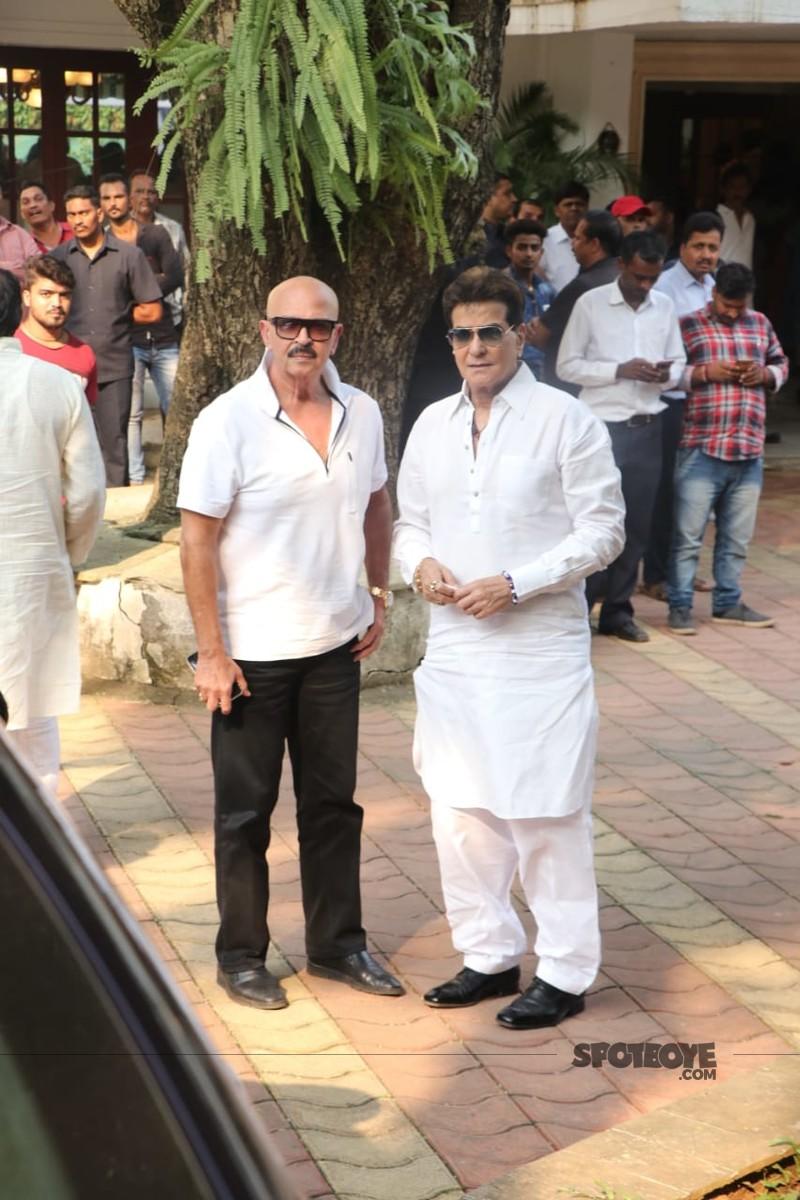 Rakesh Roshan And Jeetendra At Krishna Raj Kapoors Residence