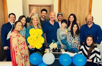 ऋतिक रोशन ने मनाया पिता के साथ जन्मदिन, सर्जरी के बाद राकेश रोशन की पहली तस्वीर आई सामने