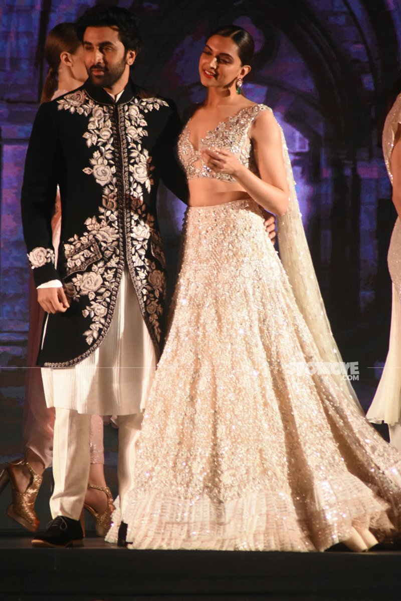 ranbir kapoor and deepika padukone walk the ramp