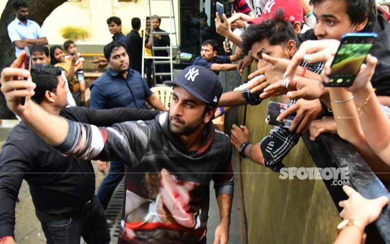 Ranbir Kapoor Celebrates Lohri With Fans In Delhi; Gets Captured While Lighting The Fire Looking Dapper  - VIDEO Inside