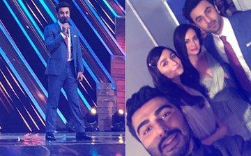 FILMFARE AWARDS 2018: Ranbir Kapoor's EPIC Selfie With His Brahmastra Co-star Alia Bhatt, Arjun Kapoor & Dia Mirza