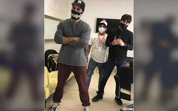 Ranbir Kapoor Resumes Work Amid Lockdown; Actor Masks-Up As He Poses For A Selfie With His Team
