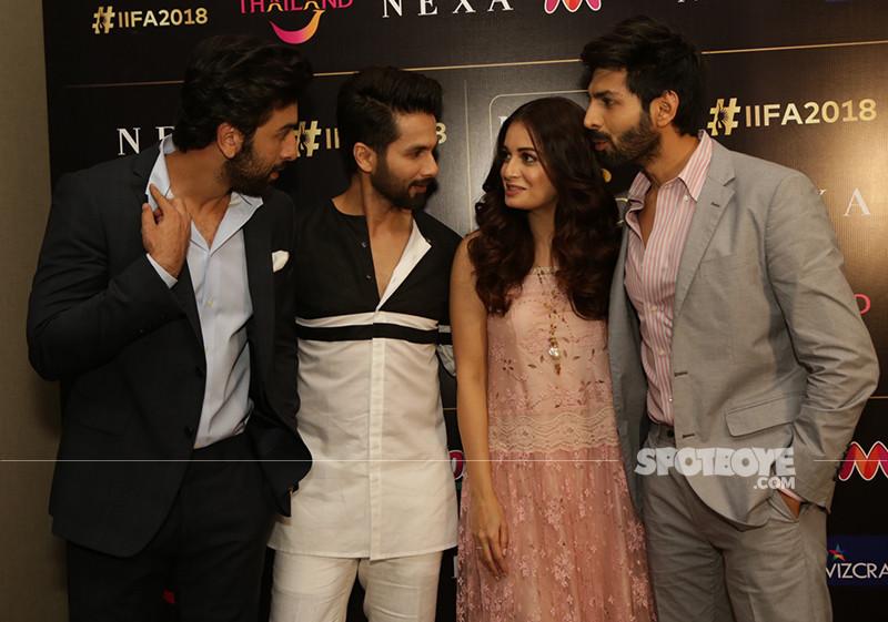 Ranbir Kapoor Shahid Kapoor And Kartik Aaryan Having Chat With Dia Mirza