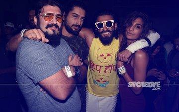 PICS: Ranveer Singh Surprises Fans As He Visits A Lounge In The City