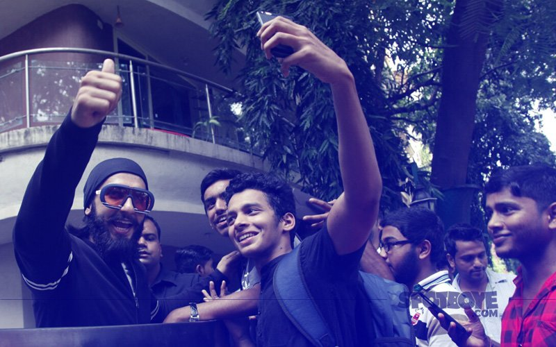 Ranveer Singh Greets Fans On His Birthday, Clicks Selfies With Them