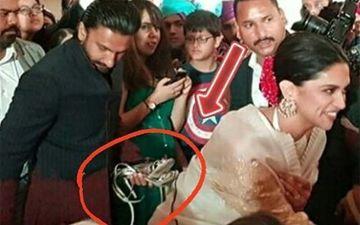 शादी में पत्नी दीपिका पादुकोण की चप्पल को हाथ में उठाए नजर आये रणवीर सिंह