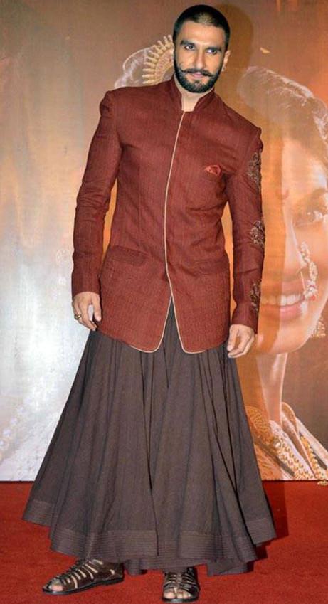 ranvir singh wears a skirt while bajirao mastani promotions