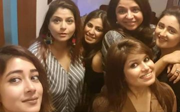Rashami Desai Remembers Good Old Days; Shares UNSEEN Group Selfie With Tinaa Datta And Other Uttaran Stars