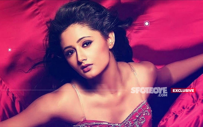 Rashami Desai Walks Out Of Fashion Show; Organisers Call Her Unprofessional, Actress Says She Was Not Respected