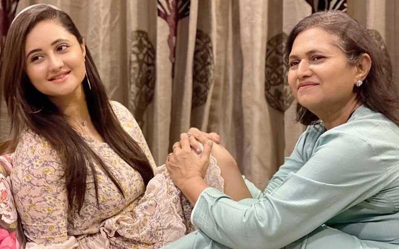 Bigg Boss 13's Rashami Desai And Mother Rasila Ooze Mother-Daughter Goals; Hina Khan, Himanshi Khurana And Arti Singh Suggest A Caption