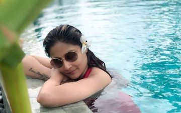 TV's Original 'Komolika' Urvashi Dholakia's Recent Pool Pictures In Swimsuit Will Leave You Convinced That Age Is Just A Number