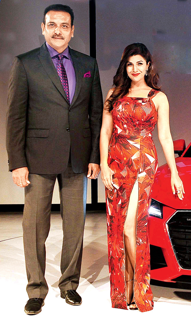 ravi shastri with nimrat kaur at an event