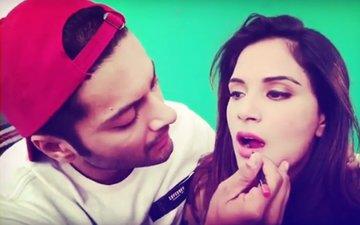 Relationship Goals: Watch Ali Fazal Apply Lipstick On Girlfriend Richa Chadha's Lips