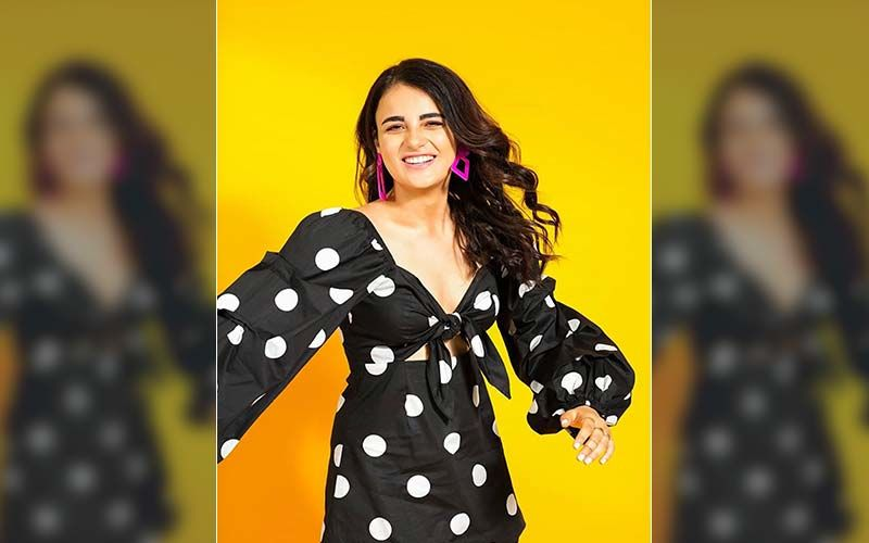 Radhika Madan's Quarantine Routine Includes A Perfect Headstand, How? Checkit Yourself