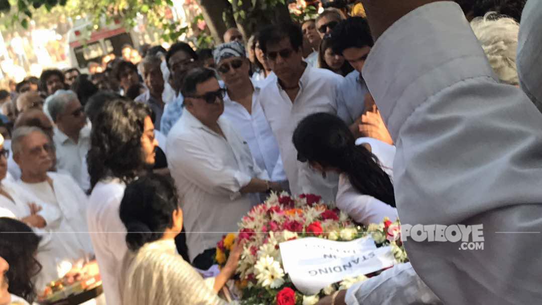 rishi kapoor at vinod khannas funeral