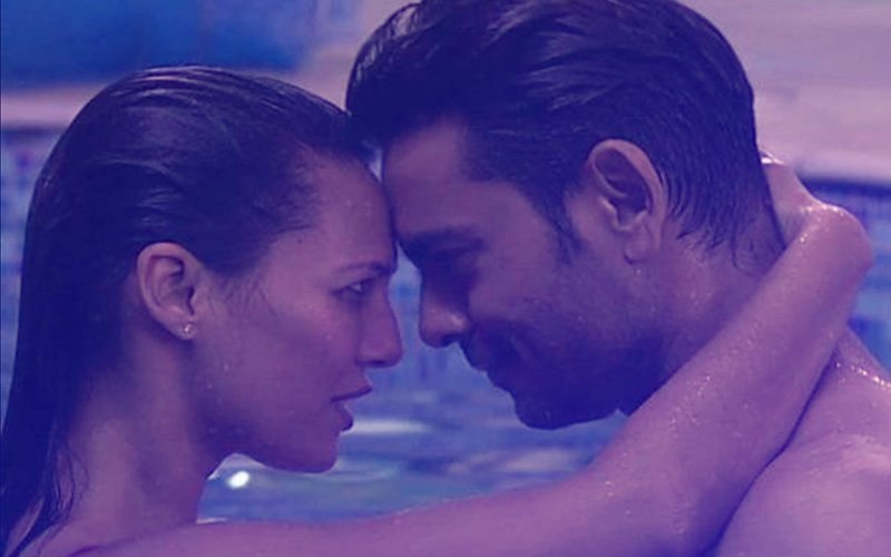 Scintillating Sunday: Rochelle Rao Shares A Passionate Kiss With Fiance Keith Sequeira