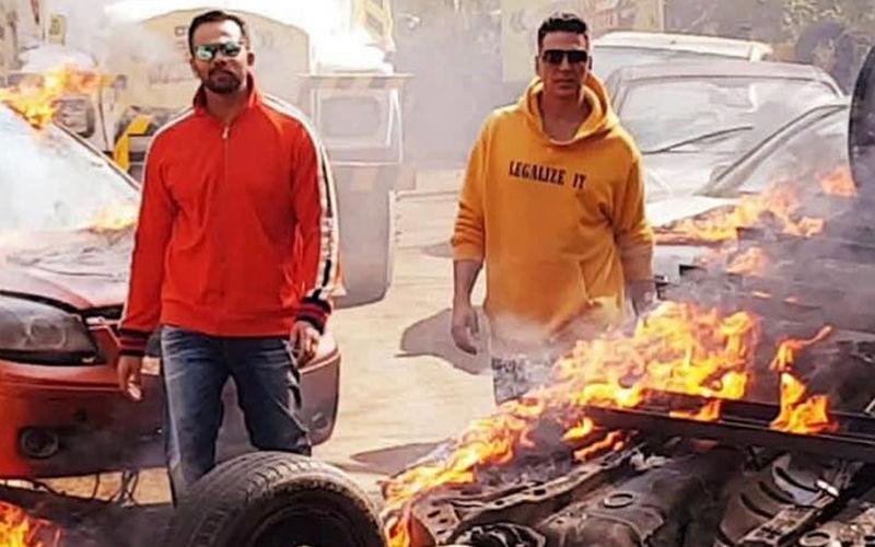 अक्षय कुमार के सपोर्ट में आए निर्देशक रोहित शेट्टी, कहा 48 घंटों बाद कोई और बकरा होगा