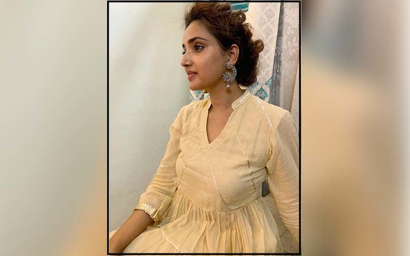 Rupali Bhosle Shares Fall Fashion 9 to 5 Essentials For Her Fans