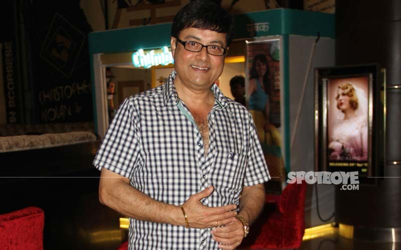 Sachin Pilgaonkar Crooning To Bollywood Melody 'Maine Poocha Chand Se' Is The Sweetest Thing On The Internet Today