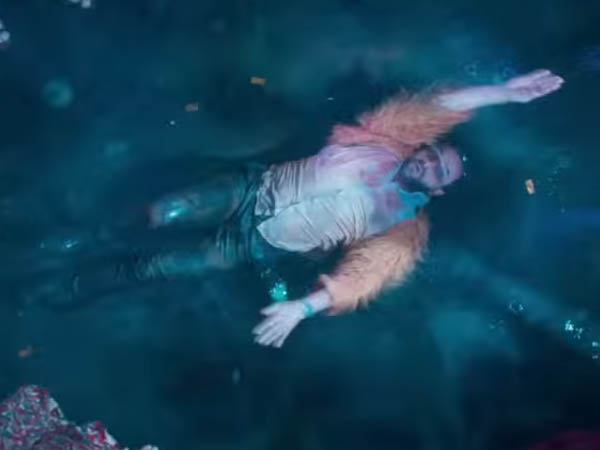 saif ali khan dancing in night club in kaalakaandi